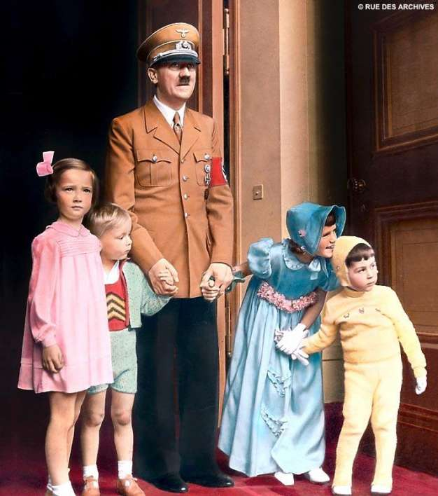 hitler-with-nice-aryan-children-photo-u1